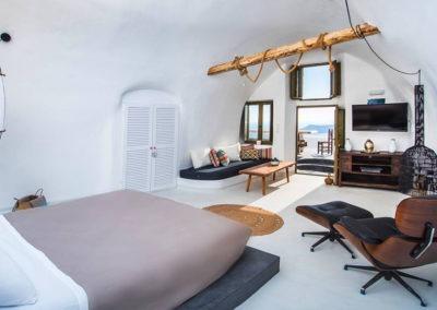 honeymoon-cave-suite-1