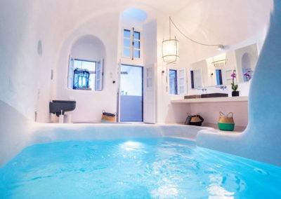 honeymoon-cave-suite-img-36